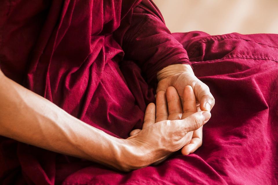 Cum să vă Reîncărcați Energia Spirituala Folosindu-vă Mâinile